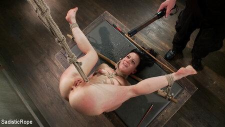 Soire BDSM : douleurs, chaines et fouet pour une